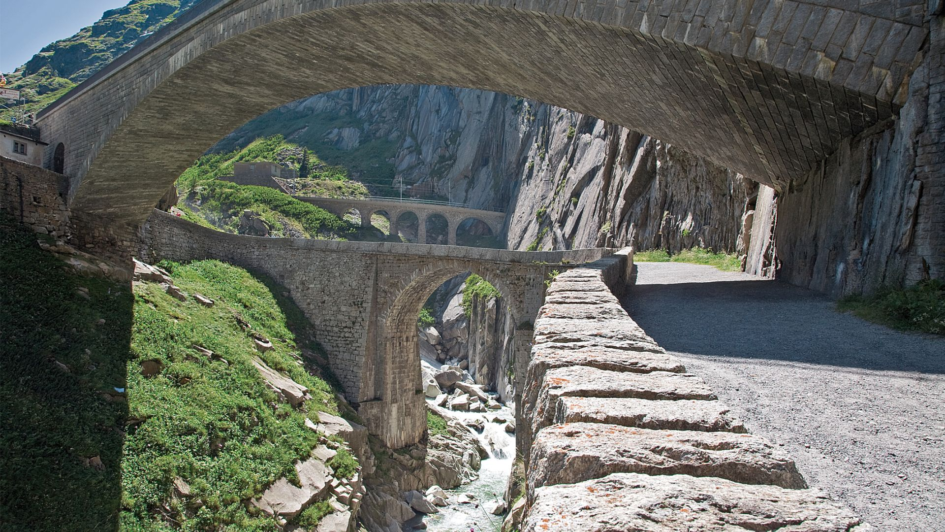 Андерматт (Andermatt), Швейцария - путеводитель по городу. Достопримечательности Андерматта - памятник Суворову, Чертов мост. Перевал Сент-Готтард.